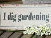 Samlade citat och skyltar för alla oss som älskar trädgård! Trädgård är naturlig terapi, den ger oss ro och vi vet att det blir vår igen hur svår vintern än har varit! ❀❀❀