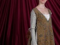 Medieval/renaissance women attire. Indumentaria femenina medieval/renacentista.