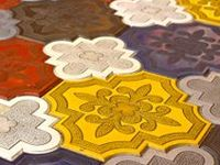 Cerâmicas e padrões aplicados diversos.