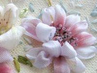 Bordados con cintas de seda
