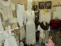 Antique/ Vintage Clothing & Accessories