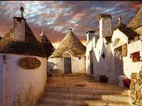 Trulli, masserie, castelli, cattedrali, gravine, grotte, mare e spiagge, cibo e vino, questa è la PUGLIA