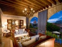 "ULM ""Luxury Hotels + Resorts"""