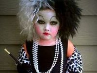 *Halloween-Costumes & Makeup