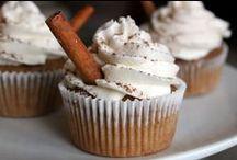 Food: Cupcakes / by Anne Pidek