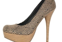 Women Shoes / by Pinfluence Beauty
