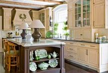 Kitchens / A place where family and friends gather, it is the heart of the home. Lets eat !!!!!  (*.*)