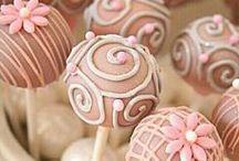 Baking: Cake Pops / by Jolanda van Pareren