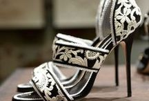 Shoes / I love the shoes! / by Lorena García Carbajal