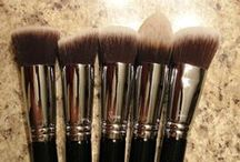 Makeup Brushes / by Amanda Trudy
