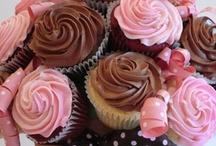 CUPCAKES AND CAKE POPS  / by Sheila Juarez