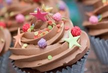 Cupcakes / by Mademoiselle Emma