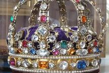 Arsty Crowns 4u / by Charlotte D.