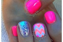 nails / by Brittany Selement