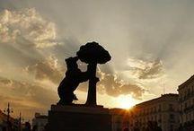 Madrid /  : «Fui sobre agua edificada, mis muros de fuego son. Esta es mi insignia y blasón.Mis raices, la ciudad que amo. En cada rincón, en cada esquina sea verano o invierno algo la hace diferente. De Madrid al cielo / by Marien M. Gª