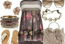 Outfits / by Teresa Pereira