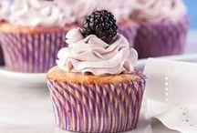 Sweets&Treats / by Paulina Cassimus
