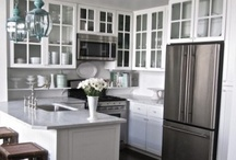 AMAZING (MOSTLY WHITE) KITCHENS / White kitchens. Dramatic rooms. Amazing rooms / design inspiration / beautiful rooms  / by South Shore Decorating
