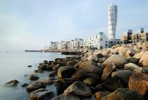 Malmö en Skåne / Alle wegen in de prachtige provincie Skåne in het zuiden van Zweden leiden naar Malmö. De stad maakt deel uit van de groeiregio Öresund en is via de machtige boogbrug over de Sont verenigd met het Deense Kopenhagen.  http://www.visitsweden.com/zweden/Regios-en-steden/Malmo / by VisitSweden NL