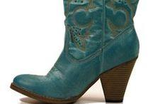 Cowboy Boots. / Collares Colección otoño. www.sinforey.es / by La Boutique de Sinforey