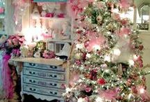 ChRiSTmaS HoMe ToURs... / christmas home tours past and present / by SHaBbY StOrY
