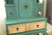 Annie Sloan Chalk Paint / DIY furniture painting / by Loni Nystrom Vossen