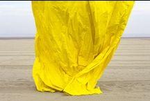 PARASOLS DEAUVILLE/JOHN BATHO / Né en 1939 en Normandie, John Batho se consacre à la photographie à partir de 1961. À une époque où prédomine le noir et blanc, il concentre ses recherches sur les qualités plastiques de la couleur, sur sa capacité à surprendre la perception. Représentés à partir de 1977 par la galerie Zabriskie à Paris et à New York, ses travaux vont connaître une diffusion internationale.  Représentation : galerie nicolas silin, paris / www.galeriesilin.com / by deauville