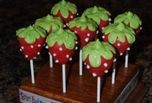 Cake Pops, Cake Balls, Truffles, etc. / by Paula Rodrigues