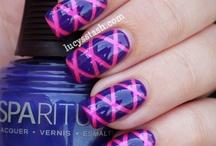 nail designs / by Diana Mugford