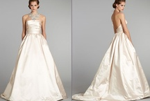 wedding gowns / by Diana Mugford