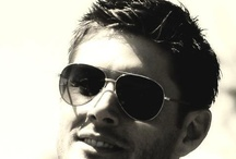 Ackles in Sunglasses / I love him in a nice pair of shades. / by Super Star