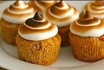 Food - Cupcakes & Bars / by Patricia Viets