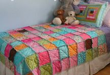 DIY: Sewing - Quilts & Blankets / by Mindy Robinson