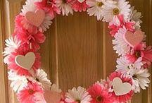 Wreaths and Door Decor / by Karen Richardson