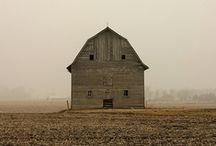 barns / by Risa Poland