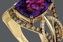 jewellery I like a lot / by Ina Burger
