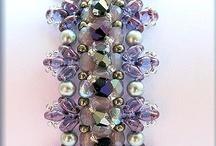 Beading: Superduo, Tila & 2 Hole Beads / by Cheryl Hofe