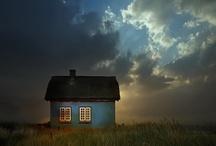 """La casa / """"Voglio una casa, la voglio bella Piena di luce come una stella Piena di sole e di fortuna E sopra il tetto spunti la luna Piena di riso, piena di pianto Casa ti sogno, ti sogno tanto Dididindi, Dididindi...  Voglio una casa, per tanta gente La voglio solida ed accogliente, Robusta e calda, semplice e vera Per farci musica matina e sera E la poesia abbia il suo letto Voglio abitare sotto a quel tetto. Dididindi, Dididindi...""""  / by N a c h o B a r c i a"""