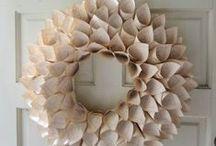 DIY Crafts { Wreaths } / by Charmios