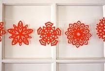 Flocons de neige / Snowflakes / Paper snowflake patterns : #upcycle paper.  Découpes pour faire des flocons de neige. Utilisez du papier recup  #upcycle #DIY #craft #recycle  www.reparonsnoel.org / by Shabnam
