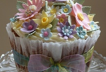 JEWEL BOX PRETTY CAKES AND CUPCAKE DESERTS / by Ronni Ascagni