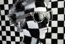 Black & White / by Emmy Toro
