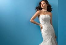 Robes de mariée et articles de mariage d'occasion / Retrouvez notre sélection de robes de mariée d'occasion à vendre ou à louer pour le plus beau jour de votre vie...à petit prix / by Occasion du Mariage ODM