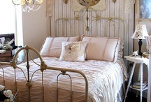 And so to bed / beautiful bedrooms, linens and blankets / by Lynn Jones