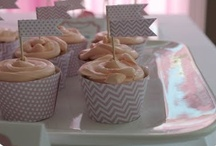 Food: Cupcakes and other Sweet Treats / by Rachel Krueger