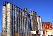 Grain Elevators & Granaries / by Clarissa Tinjum