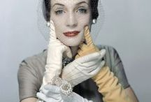 ANTIQUES GLOVES / by Nadia Giroldi