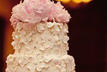 Incredible, Edible Cakes / by Nancy Jo Ryan