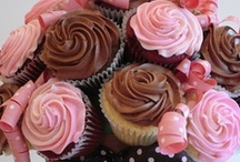 Food-Sweet Cupcakes / by Desirae Sommers