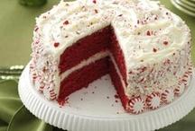 cakes & pies / by Dianna Heavilin